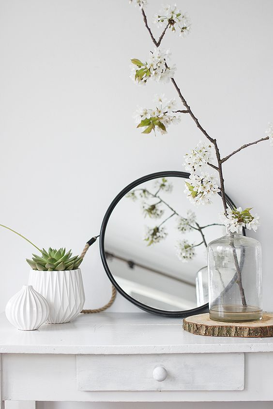 a white room with green meditation